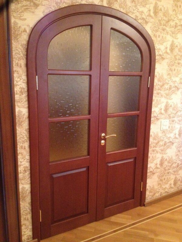 Арочные двери из дерева
